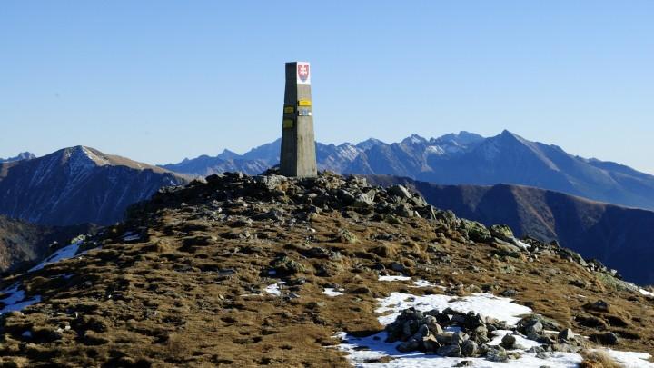 Baranec - pohled na Vysoké Tatry z vrcholu, vpravo Kriváň