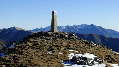 Výhled na Vysoké Tatry z vrcholu Barance, vpravo Kriváň