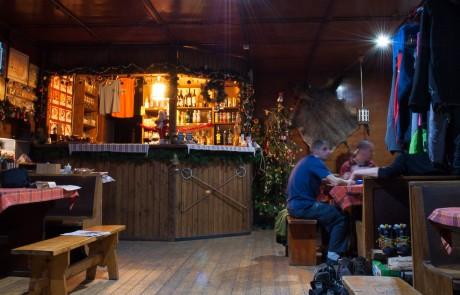 Útulná jídelna na chatě pod Suchým