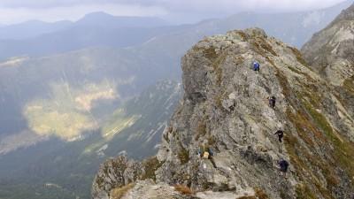 Skalnatý hřeben vrcholu Baníkov je jedním z nejobtížnějších úseků v Roháčích a celých Západních Tatrách