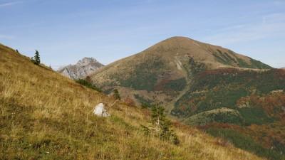 Stoh a vrchol Velkého Rozsutce ze stoupání od Šútovského vodopádu k chatě pod Chlebom