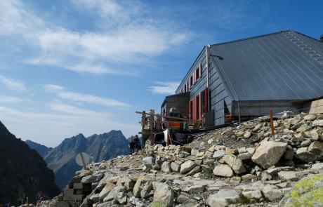 Chata pod Rysmi je nejvýše položenou horskou chatou v Tatrách