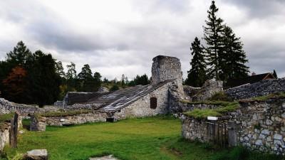 Ruiny kláštera na Kláštorisku