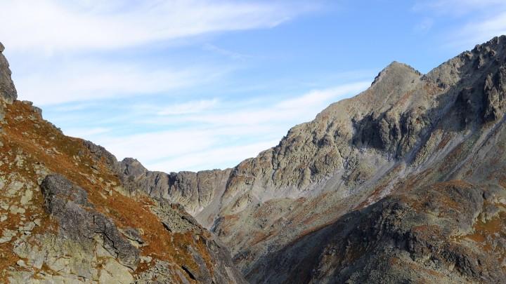Sedlo Polský hrebeň a vrchol Východné Vysoké (vpravo)