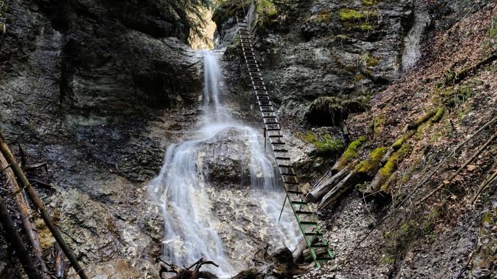 Terasový vodopád v roklině Piecky