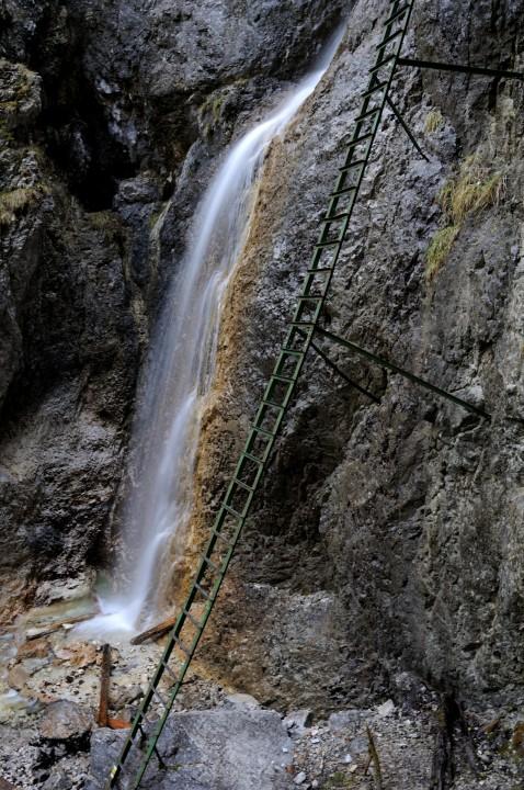 Žebřík podél Velkého vodopádu je opravdu dlouhý