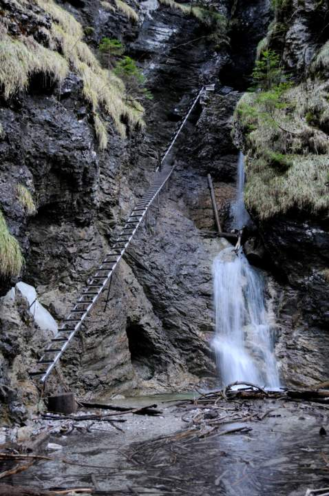 Spodní část Misových vodopádů v roklině Suchá Belá