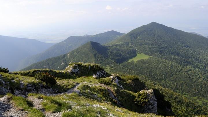Výhled ze Sivého vrchu na vrchol Ostrá