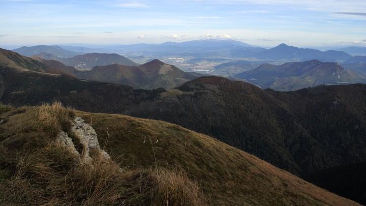 Výhled z jižního vrcholu Sten na Oravu a Západní Tatry