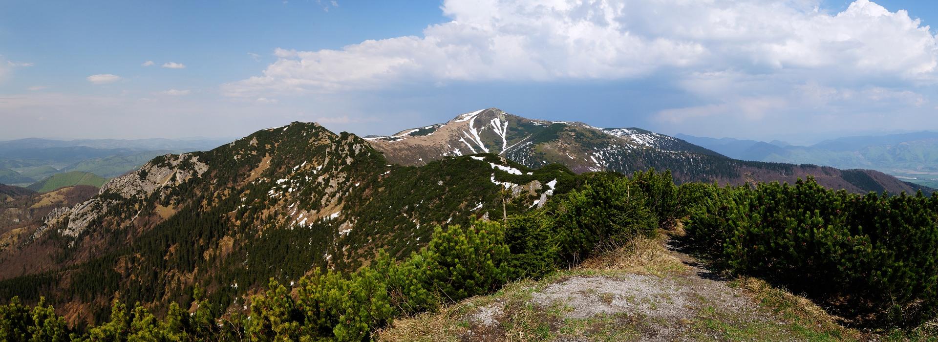 Pohled na Malý Kriváň z vrcholu Suchý