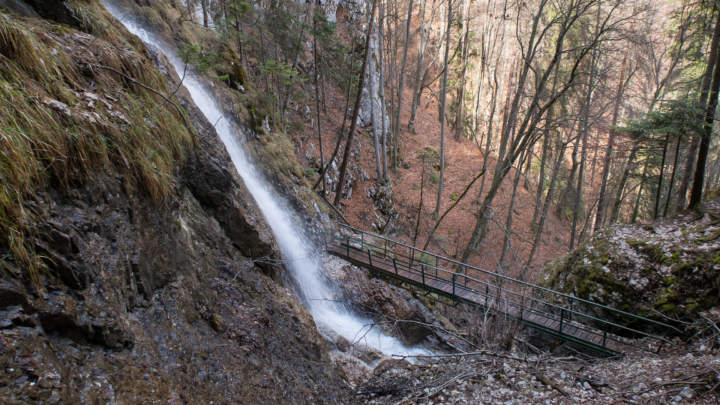 Nad prvním mostem Závojového vodopádu