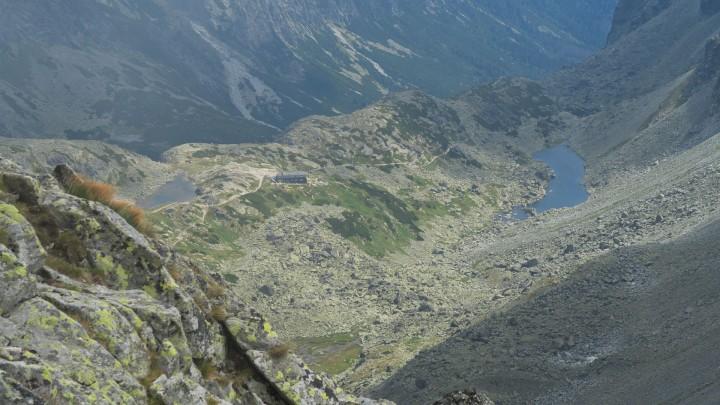 Výhled z vrcholu Východná Vysoká: Velká Studená dolina a Zbojnická chata