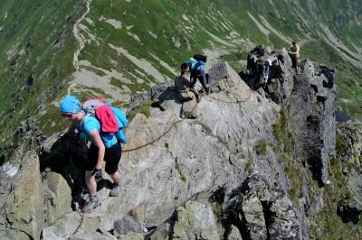 Strmý vrcholový hřebínek je nejtěžším úsekem výstupu na Ostrý Roháč a jedním z nejnáročnějších úseků celých Roháčů