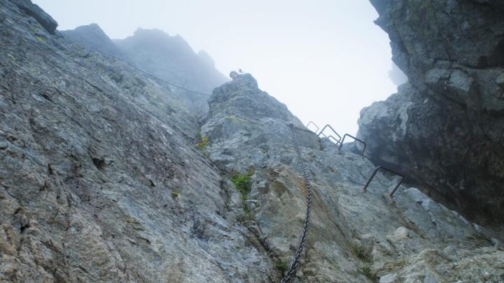 Řetězy a kramle pod sedlem Prielom