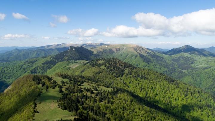 Výhled z Rakytova na nejvyšší část hřebene hřeben Velké Fatry